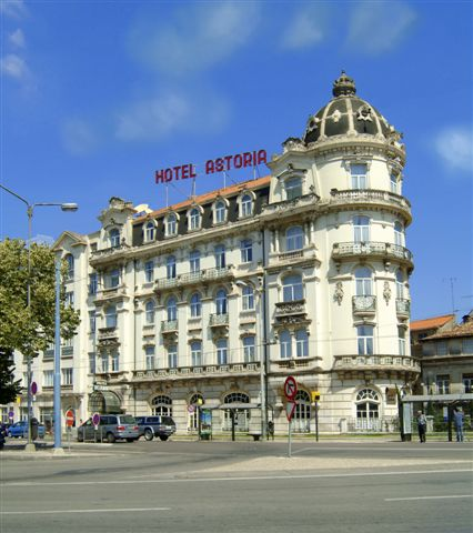 Hotel Astória:  Av. Emídio Navarro, 21 - 3000-150 Coimbra (fachada)
